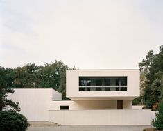 Villa Waalre by Russell Jones. Designed by Russell Jones, Villa Waalre is a minimalist house located in Eindhoven, The Netherlands. Eindhoven, Villa, Contemporary Architecture, Interior Architecture, Interior Design, Küchen Design, House Design, Design Styles, Modern Design