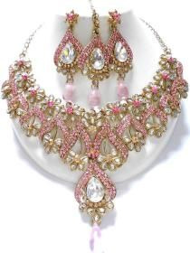 Fashion Jewelry Manufacturer, wholesaler and Exporter Fashion Jewelry Necklaces, Jewelry Shop, Jewelry Art, Jewelery, Fashion Jewellery, Indian Jewelry Sets, Emerald Jewelry, Gold Jewellery, Bollywood Jewelry
