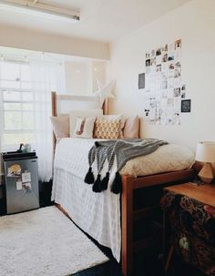 42 fantastic college bedroom decor ideas and remodel 41 College Dorm Decorations Bedroom college DECOR fantastic Ideas remodel Cozy Dorm Room, Living Room Decor Pillows, Cute Dorm Rooms, Dorm Couch, Pink Dorm Rooms, Dorm Room Closet, Dorm Rugs, Living Rooms, Dorm Pillows