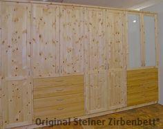 Zirbenholzschrank kombiniert mit Kirschbaum, Glaseinsatz, Massivholz