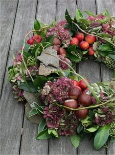 Hantverk höstkrans med material från trädgården - Lilly is Love Fall Arrangements, Christmas Arrangements, Diy Christmas Ornaments, Christmas Wreaths, Best Indoor Hanging Plants, Classy Christmas, Deco Floral, Autumn Wreaths, Green Art