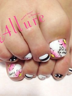 Black stripes - White polka dots - Pink - Yellow - Flowers - Cheers - Its Up To Me - Toenail design Pretty Toe Nails, Pretty Toes, Gorgeous Nails, Love Nails, Pedicure Designs, Manicure Y Pedicure, Toe Nail Designs, French Pedicure, Toe Nail Art