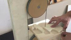 Homemade Mini Bandsaw: Make your own bandsaw Homemade Machine, Woodworking Saws, Homemade Tools, Scroll Saw, Craftsman, Workshop, Wooden Products, Logs, Plywood