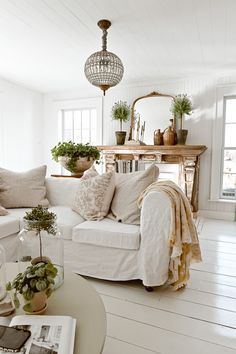 Cottage Style Living Room, My Living Room, Living Spaces, Cozy House, Farmhouse Decor, French Farmhouse, Family Room, Sweet Home, House Design