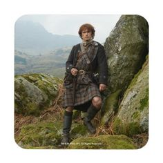 Outlander | Jamie Fraser - Leaning On Rock Beverage Coaster - How about this cool TV series period piece Outlander? Gotta love it. #outlander #outlanderstarz #outlanderseries #outlanderfan #tvshows #tvseries #starz #giftideas #gift #giftsfordad #giftsforher Outlander Season 1, Outlander Tv Series, Outlander Gifts, Quotes Lost, Outlander Clothing, Science Fiction Tv Shows, Caitriona Balfe Outlander, Horror, Drums Of Autumn