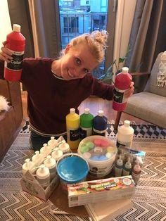 Bij deze een foto van een blije winnares van het Creapakket. Astrid, bedankt voor de foto heel veel creatief plezier ermee en tot een volgende keer!