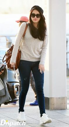 Girl's day Yura Airport Fashion - Official Korean Fashion we have chosen the newest fashion clot Sneakers Outfit Casual, Casual Work Outfits, Classy Outfits, Elle Fashion, Kpop Fashion, Girl Fashion, Sporty Fashion, Korean Airport Fashion, Korean Fashion Trends