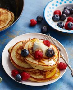 Brunch, pudding or snack - the choice is yours. Drop scones are a classic, just like Mary Berry! Mary Berry Drop Scones, Mary Berry Pancakes, Drop Scones Recipes, Crepes, Brunch Recipes, Breakfast Recipes, Scotch Pancakes, British Bake Off Recipes, British Baking