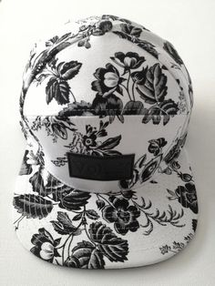 Floral Snapback too cute Snapback Hats, Beanie Hats, Beanies, Bone Floral, Visual Kei, Dope Hats, Headgear, Look Cool, Swagg