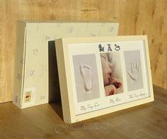Rama amprenta bebelușului cu kitul pentru mulajul  piciorusului și a mânuței