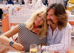 Beloved actors Kurt Russell and Goldie Hawn have one of the longest-lasting Hollywood relationships. Hollywood Couples, In Hollywood, Goldie Hawn Kurt Russell, Strong Couples, Biological Father, Anna Faris, Perfect Together, Kate Hudson, Classic Films