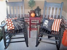 outdoor Halloween pillows - spray painted ♥  what a great idea, doing it!!