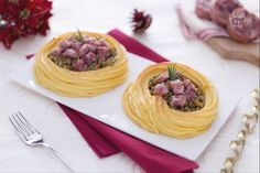 I nidi di patate con lenticchie e cotechino sono un'alternativa sfiziosa e originale al classico piatto che viene servito a Capodanno.