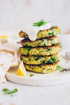 DELICIOUS Quinoa Zucchini Fritters! Wholesome plant-based ingredients, 30 minutes, BIG flavor! #plantbased #recipe #glutenfree #zucchini #fritter #minimalistbaker Quinoa Zucchini, Zucchini Fritters, Baker Recipes, Kitchen Recipes, Vegetarian Recipes, Healthy Recipes, Delicious Recipes, Healthy Food, Minimalist Baker