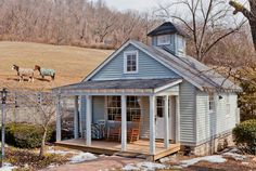 House in Brentwood, United States. Surrounded by peaceful horse pasture, private cottage has wide front porch for southern-style contemplation.  Renovated, full of light. As of Feb 18, 2016 not accepting new reservations for more than one person due to new anti-bnb law and reservat...