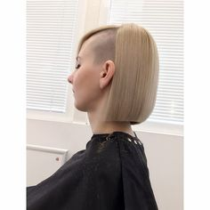 Long Hair Shaved Sides, Shaved Hair Women, Shaved Hair Cuts, Half Shaved Hair, Girls Short Haircuts, Short Bob Hairstyles, Trendy Hairstyles, Shaved Hairstyles, Shaved Undercut