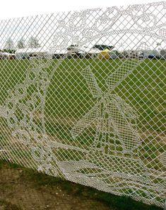 Сетчатые ограды как произведение искусства (35 фото)