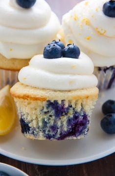 My favorite Lemon Blueberry Cupcakes! Topped with homemade Lemon Cream Cheese Frosting and Fresh Blueberries, they're simply irresistible. My favorite Lemon Blueberry Cupcakes! Topped with homemade Lemon Cream Cheese Frosting and Fresh Blueberries. Dessert Party, Appetizer Dessert, Food Cakes, Cupcake Cakes, Cup Cakes, Baking Cupcakes, Cupcake Emoji, Muffin Cupcake, Bundt Cakes