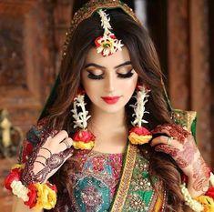 Our favorite 51 indian bridal makeup looks – wedabout Bridal Mehndi Dresses, Pakistani Bridal Makeup, Pakistani Wedding Outfits, Indian Bridal Fashion, Bridal Outfits, Pakistani Dresses, Nikkah Dress, Pakistani Jewelry, Pakistan Bride