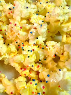 Ready to POP! Baby Shower! A plain but cute idea for popcorn. :) Emily