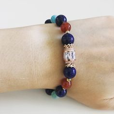 Chakras: Root, Sacral, Heart, Throat, Third Eye You will be getting the exact same bracelet as shown in the pictures. Crystals used: Lapis Lazuli 10mm Carnelian