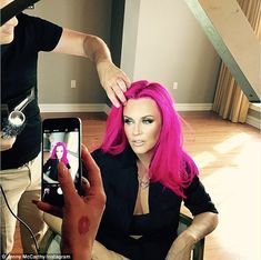 Actress Jenny McCarthy, known for her glam blonde locks, has gone for a bold makeover, changing her hair color to an eye-popping pink.McCarthy joins other celebrities who have recently tried out the pink trend, including Kelly Ripa and . Bright Pink Hair, Pink Hair Dye, Hot Pink Hair, Hair Dye Colors, Cool Hair Color, Dyed Hair, Pastel Hair, Jenny Mccarthy, Rosa Pink