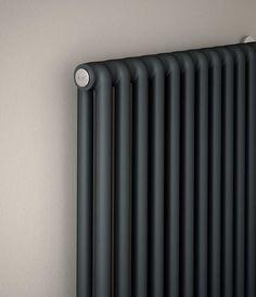 TESI, radiateur décoratif eau chaude, Irsap. Modèle présenté : RT20001019A402. HxLxP en mm : 2000x450x65, puissance 1542W, finition vert forêt.