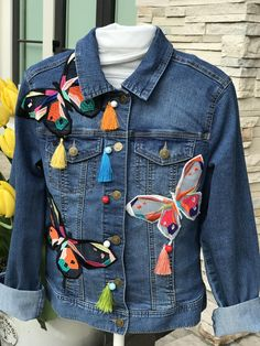 Embellished Denim Jackets from Vancouver, Canada by Theartofdenim Painted Denim Jacket, Painted Jeans, Painted Clothes, Embroidered Denim Jacket, Embellished Jeans, All Jeans, Denim Ideas, Denim And Lace, Jean Outfits