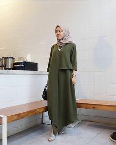 Iza dress Bahan baloteli ukuran all size M,L,XL harga  Trend Fashion, Abaya Fashion, Muslim Fashion, Modest Fashion, Fashion Dresses, Kebaya Dress, Hijab Dress, Hijab Wedding Dresses, Abaya Designs