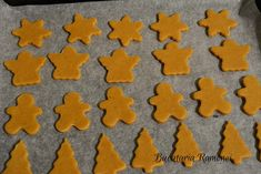 Fursecuri-cu-miere-si-sortisoara-j Gingerbread Cookies, Food Art, Food And Drink, Cooking Recipes, Desserts, Bun Bun, Biscuit, Ornament, Cakes