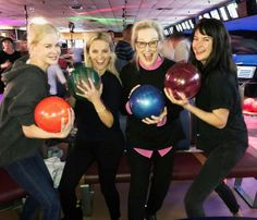 """Reese Witherspoon goes bowling with 'Big Little Lies' co-stars Nicole Kidman, Shailene Woodley and Meryl Streep. Reese Witherspoon went bowling with her """"Big Little Lies"""" co-stars Sunday. Meryl Streep, Mode Instagram, Instagram Snap, Nicole Kidman, Big Little Lies Cast, Reese Witherspoon Instagram, Opening Credits, Shailene Woodley, Hbo Series"""