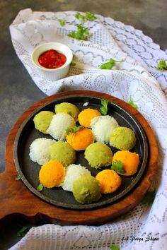 I made these Tri-color mini idlis to pack in my kids school snack box. His school is celebrating Republic day and they asked him to bring some snack with a patriotic theme. I loved making these Veg… Kids Snack Box, School Snacks For Kids, Indian Food Recipes, Vegetarian Recipes, Indian Snacks, Idli Recipe, Colorful Vegetables, Indian Breakfast, Buzzfeed Food