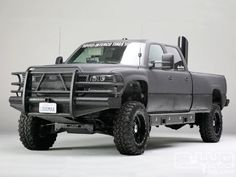 2002 Chevy Silverado 2500HD Duramax Diesel. i want this black lifted a lil higher with bigger tires <3
