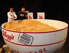 World& Largest Bowl of Cereal Midnight Snacks, Late Night Snacks, Bowl Of Cereal, Big And Small, Big Bowl, Big Meals, World's Biggest, Along The Way, Best Funny Pictures