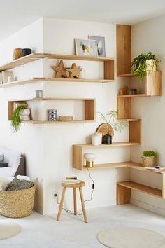 Oak wall shelves for angles, Leroy Merlin Oak wall shelf . Oak Wall Shelves, Wall Bookshelves, Corner Shelves, Etagere Design, Regal Design, Budget Bedroom, Diy Bedroom, Diy Home Decor On A Budget, Shelf Design