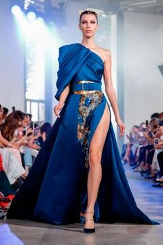 Elie Saab Fall Winter Haute Couture Fashion Show Couture Week, Haute Couture Fashion, Runway Fashion, Fashion Show, Fashion Design, Elegant Dresses, Pretty Dresses, Victor Ramos, Couture Dresses
