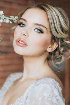 Beleza da noiva: sugestões de make e penteado para noivas românticas. #casamento #wedding #noivas #makeup #bridemakeup #hairstylebridal #penteados #penteadoscasamento #maquiagemcasamento Bridal Makeup For Blondes, Wedding Makeup For Blue Eyes, Wedding Makeup For Brunettes, Wedding Makeup Tips, Natural Wedding Makeup, Wedding Hair And Makeup, Makeup Blush, Eye Makeup, Hair Wedding