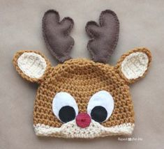 Repeat Crafter Me: Crochet Rudolph the Reindeer Hat Pattern.but I'd skip the felt and crochet the eyes and antlers Bonnet Crochet, Crochet Baby Hats, Cute Crochet, Crochet For Kids, Crochet Crafts, Yarn Crafts, Crochet Projects, Knit Crochet, Crochet Santa