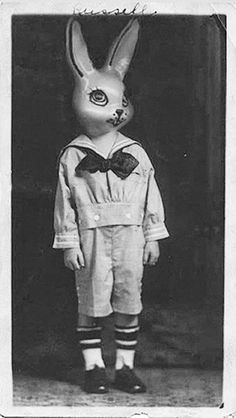 15 Vintage Portrait Photos With Creepy Animal Head Masks – Art/Kunst - To Have a Nice Day Funny Couple Halloween Costumes, Best Couples Costumes, Couple Costumes, Funny Couples, Diy Halloween, Creepy Old Photos, Creepy Pictures, Animal Head Masks, Animal Heads