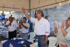 Norman Quijano candidato presidencial por ARENA visitando a los vecinos de Las Primaveras, Ilopango.