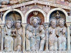 Detail van ingangsportaal van de Sainte-Foy de Conques, Frankrijk. Hemel.