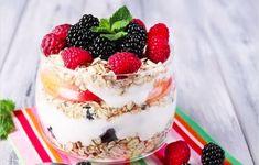 Raspberry Overnight Oats l greens & chocolate Raspberry Overnight Oats, All Berries, Dessert In A Jar, How To Make Breakfast, Breakfast Ideas, Unsweetened Almond Milk, Plain Greek Yogurt, Ricotta, Food Print