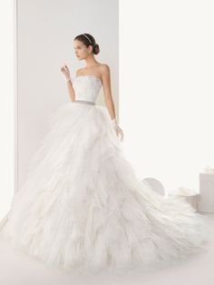 Exquisite Floor Length Shirring Chiffon Skirt Strapless Ball Gown Wedding Dress