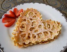 Lace Crepes Valentines Breakfast ~ Be Different. Yummy Treats, Sweet Treats, Yummy Food, Lace Pancakes, Crepes Party, Bed Recipe, Plat Vegan, Valentines Breakfast, Recipe Of The Day
