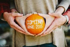 13 Fun and Creative Ways to Announce Your Pregnancy 13 Fun and Creative Ways to Announce Your Pregnancy – Make a fall pregnancy announcement with a pumpkin. Fall Pregnancy Announcement, Pregnancy Photos, Pregnancy Info, Baby Announcements, Thanksgiving Pregnancy Announcement, Pregnancy Photography, Baby Photos, Do It Yourself Organization, Fall Maternity