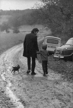 Paul McCartney with adopted daughter Heather. Photo by Linda Eastman McCartney.