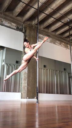 Pole Dance Moves, Pole Dancing Fitness, Pole Fitness, Video Pole Dance, Dance Videos, Pole Dance Studio, Belly Dance Lessons, Ballerina Workout, Pole Dance Wear