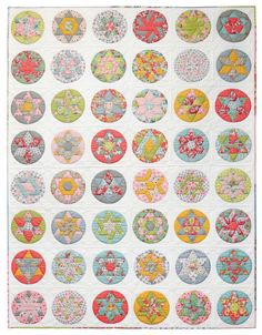 More often than not, when you give a quilter a hexagon they are going to make a quilt. Why have they remained so popular with quilters? Here's some historical insight into hexagon quilts and how today's quilters are enjoying the resurgence. Patchwork Quilt Patterns, Hexagon Quilt, Quilting Projects, Quilting Designs, Triangle Quilt Tutorials, Todays Quilter, Traditional Quilt Patterns, Electric Quilt, The Quilt Show