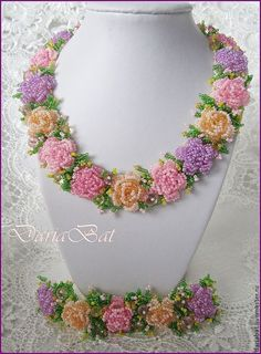 Crochet heart necklace seed beads Ideas for 2019 Seed Bead Necklace, Seed Bead Jewelry, Bead Jewellery, Beaded Earrings, Beaded Bracelets, Seed Beads, Soutache Jewelry, Seed Bead Flowers, Beaded Flowers
