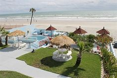 With a stay at Dream Inn in Daytona Beach Shores, you'll be on the beach and minutes from Lula M McElroy Park and Pirate's Island Adventure Golf. This beach hotel is within the vicinity of Congo River Golf - Daytona Beach and Daytona Beach Golf Club.